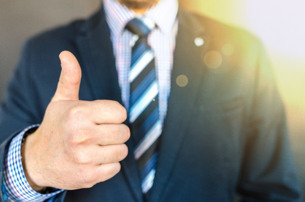 Photo: Man in business suit giving a thumbs up