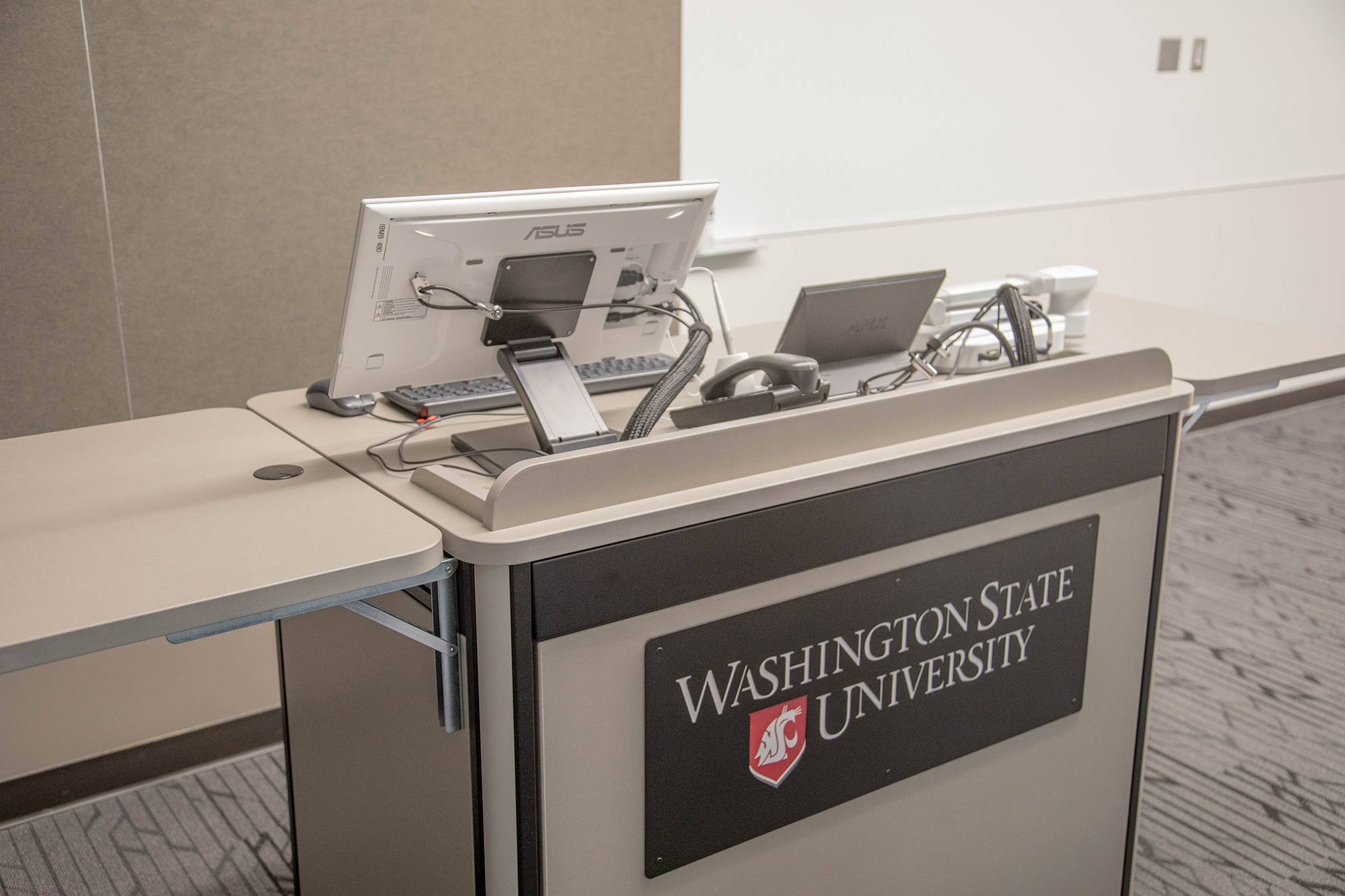 DCB 227 Work station front