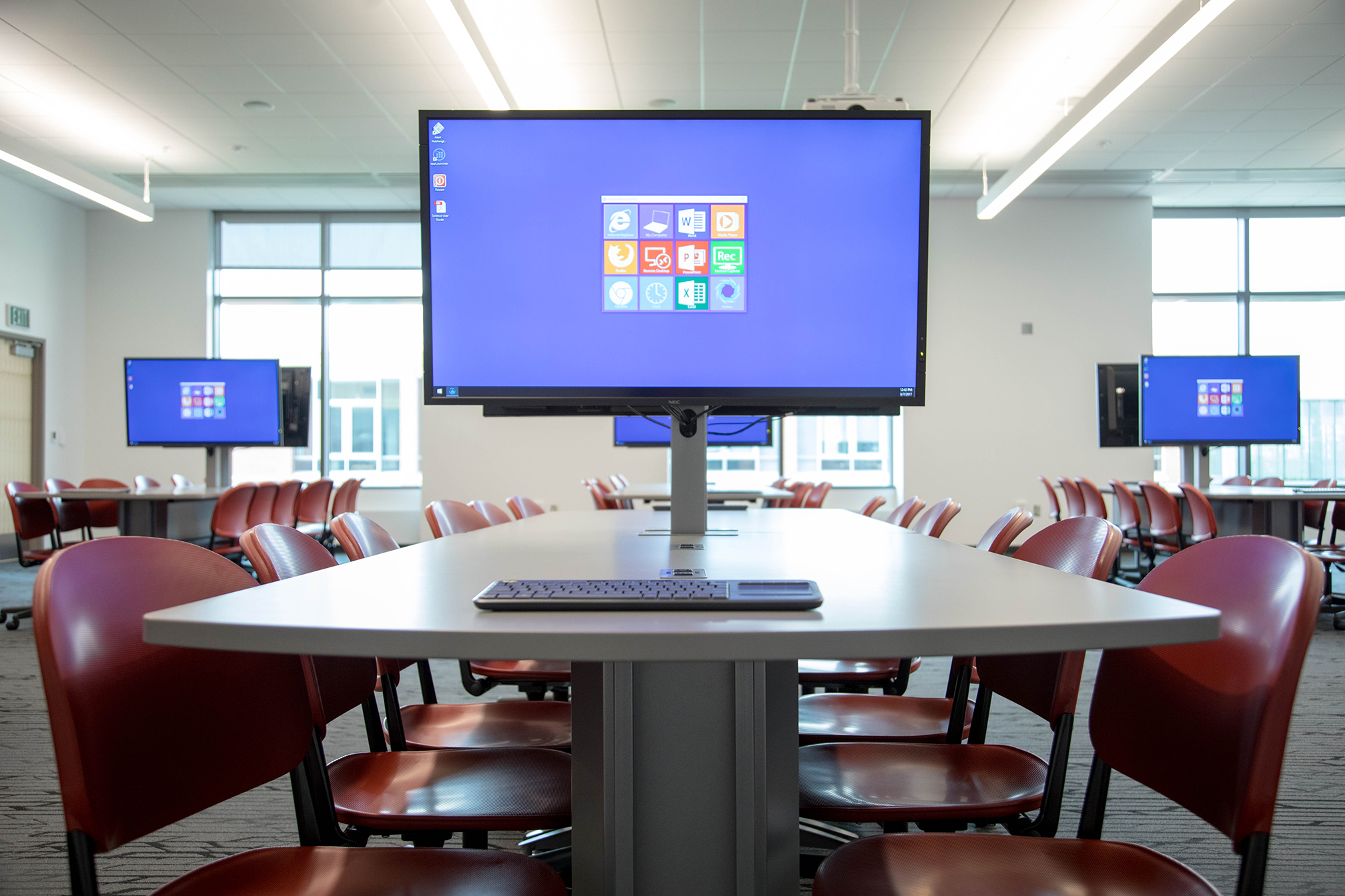DCB 235 Tables with large monitors