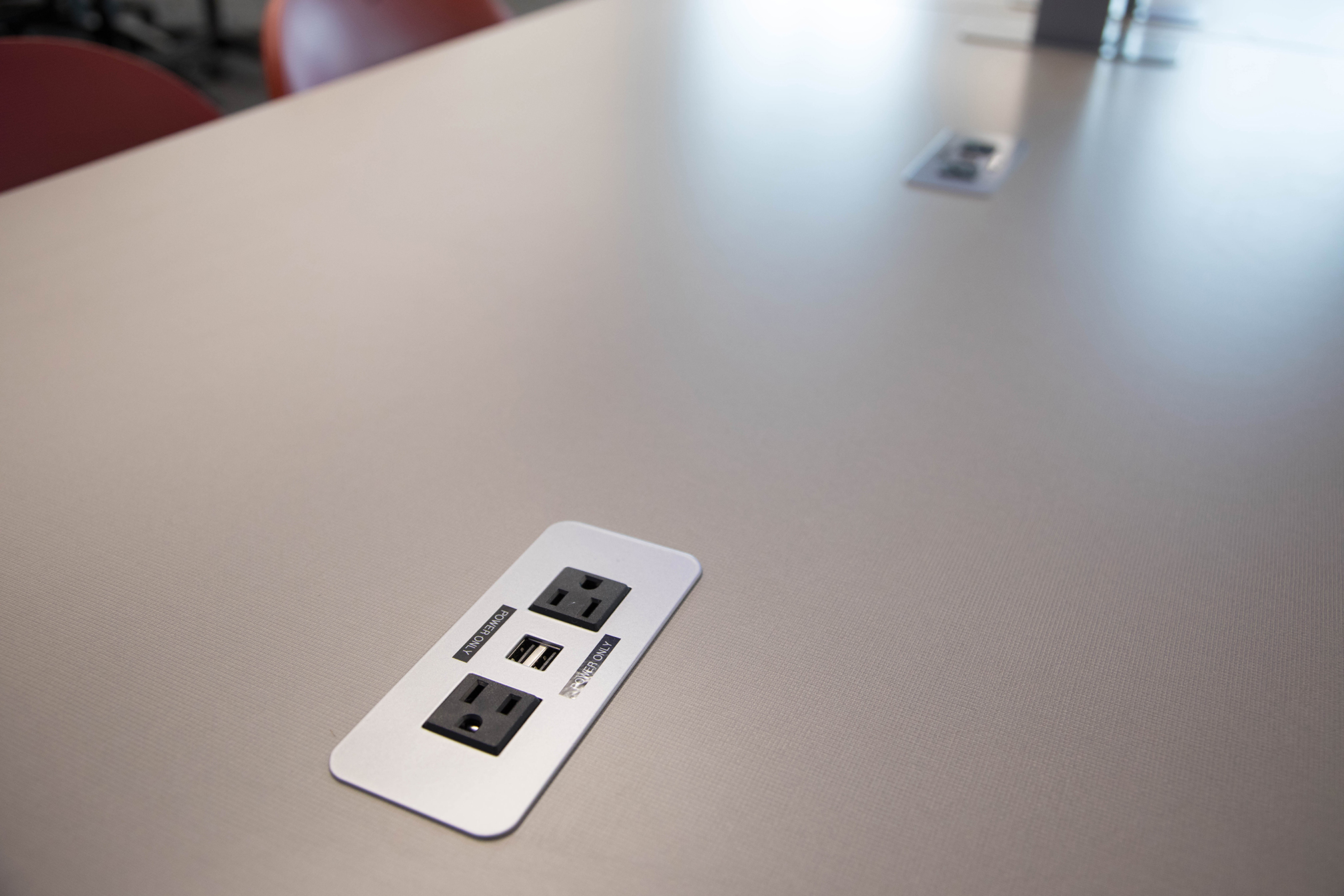 DCB 235 Table-top electrical outlets