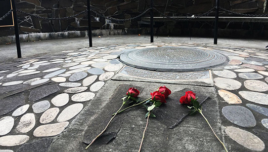 Roses laid on the WSU veterans memorial.