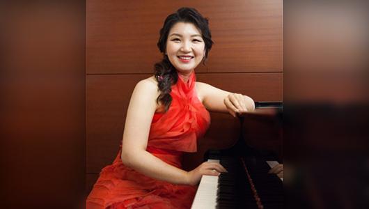 Yoon-Wha (Yuna) Roh.