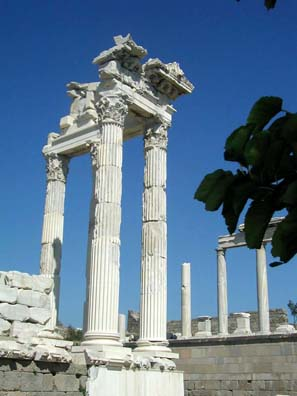 PERGAMUM ACEOPOLIS: Detail of the temple's columns.