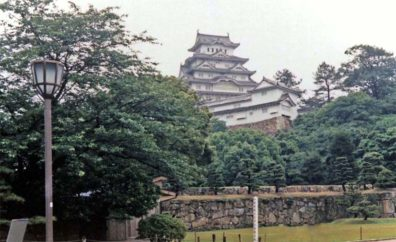 KYOTO: View of Japan's best-preserved castle from the grounds. The remaining castle was built by Toytomi Hideyoshi in 1580 and enlarged by his successor Ikeda Terumasa 30 years later. The castle was occupied by 48 successive feudal lords.May 25, 1998