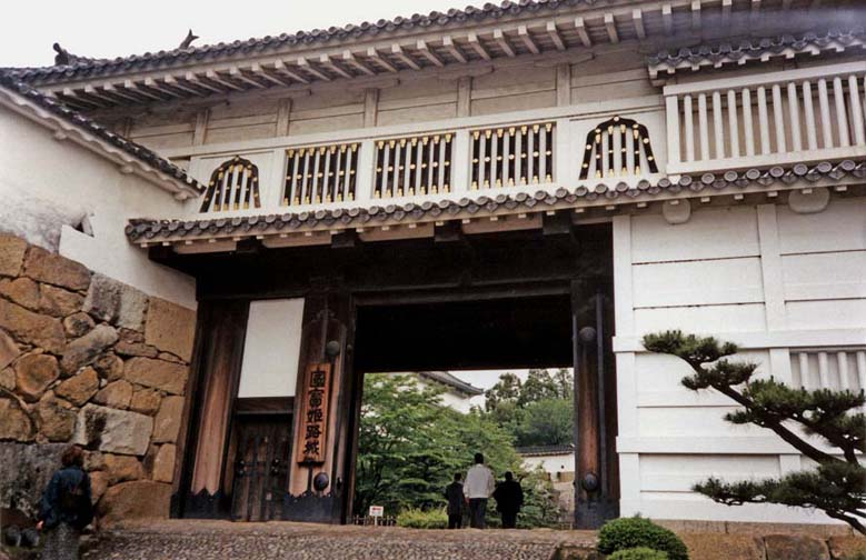 """KYOTO: The """"water chestnut"""" gate, named after ornaments not visible in this picture May 25, 1998"""