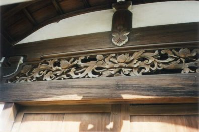 KYOTO: A carved wooden transom. Note the way in which only the underside of eave details is painted white to highlight the structure.