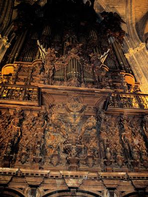 SEVILLA: The majestic organ in the choir. 17th Century.