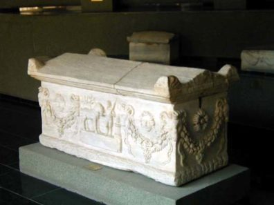 BERGMA MUSEUM: Roman tombs are often decorated with strikingly lively and attractive images.