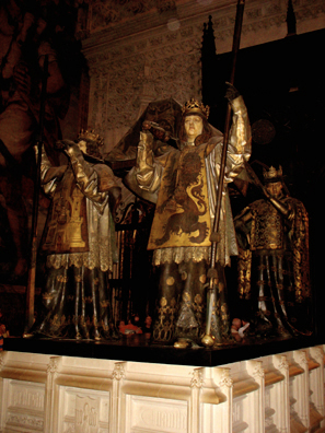 SEVILLA: This monument, originally designated for Cuba, where Columbus was originally buried, was relocated to Seville when the island broke away from Spain. It was created by Arturo MŽlida, and depicts representatives of the four Spanish kingdoms united by Ferdinand: LŽon, Castile, Arag—n and Navarra. A rival tomb exists in Santo Domingo, but DNA testing has confirmed that the remains in Seville are probably authentic, since they relate closely to samples from the remains of his brother. The remains in Santo Domingo have not been tested, but may conceivably also consist of parts of his body.