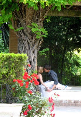 SEVILLA: Young lovers in the Parque Maria Luisa.