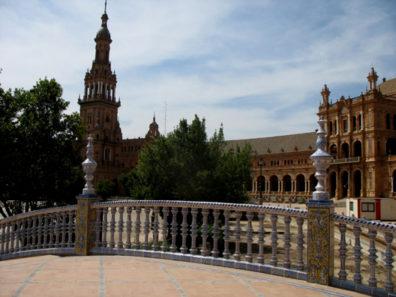SEVILLA: The Plaza de Espa–a; A porcelain bridge in the plaza.