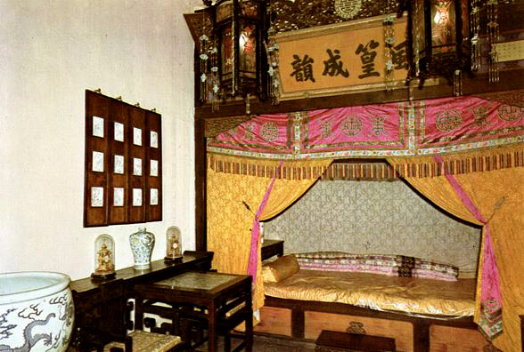 SUMMER PALACE: Emperor's bed (commercial postcard).