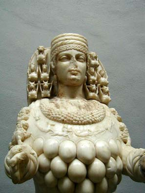 SELÇUK MUSEUM: Details of the Roman sculpture of Cybele.