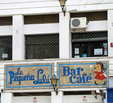 VEJER DE LA FRONTERA: We were surprised to encounter a cafe named after one of our favorite childhood comic book characters, Little Lulu. It's fascinating how old American comics like Tom & Jerry continue to be published in Spain and other European countries.
