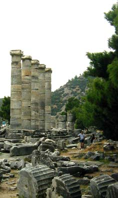 PRIENE: This is a good place to study how columns were constructed. Round slices called drums were fastened together with metal poured into holes drilled in the marble (the metal has long since rusted away or been scavenged in most cases).