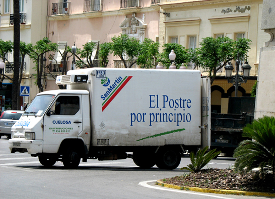 """CADIZ: The slogan on the truck reads """"Dessert for main course."""" Compare with English """"Eat Dessert First."""""""