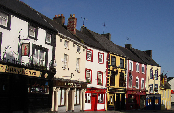 KILKENNY: On weekends, the town is flooded with people from the surrounding countryside seeking relaxation; the result is an enormous number of pubs crammed into a town whose length which you can easily traverse in a twenty-minute walk. When we arrived, it was Saturday night, and there was a terrific traffic jam caused by a regional hurling match scheduled for the next day. Families were decked out in their team colors. Hurling, a sort of amateur roughneck version of field hockey, is intensely popular in Ireland.
