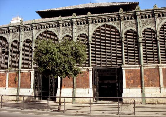 MALAGE: Our hotel was very close to the Moorish-style Mercado Central de Atarazanas. Before leaving Málaga, we decided to explore it.
