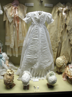MALAGE: Little girls dress In Museo de artes y costumbres populares, M‡laga.