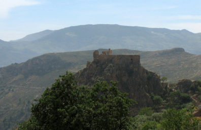 LAS ALPUJARRAS: Ruin on top of a rock viewed from the winding mountain road.