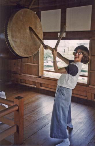 HIROSHIMA: Paula in a traditional taiko posture.