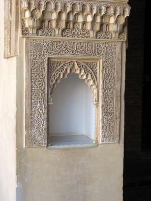 ALHAMBRA: Niche in pillar, Patio de los Arrayanes