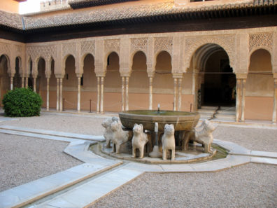 ALHAMBRA: The famous fountain of the spitting lions in the Patio de los Leones.