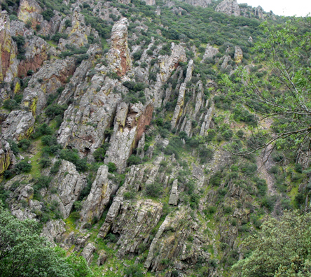"""On May 11 we picked up our rental car at the Atocha Station and headed south, through the spectacular pass called El Desfiladero de Despeñaperros (""""the gorge of the throwing over of the dogs""""). This pass is the gateway to the southern province of Andalucia."""
