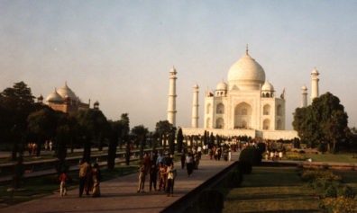 17th C. tomb of Mumtaz Mahal, favorite wife of Shah Jahan. To the left, a mosque.