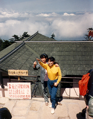 MT. EMEI: Chinese tourists seemed to take pictures of scenery only with someone standing in front of it.