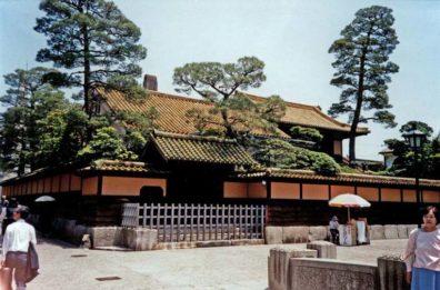 KURASHIKI: A fine house near the canal. May 20, 1998