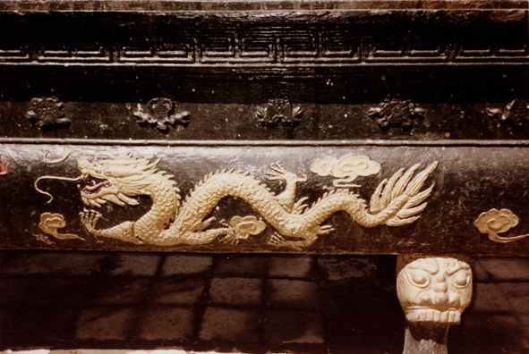MT. EMEI: A decorative dragon.