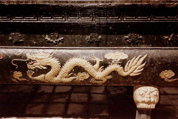 MT. EMEI: A decorative dragon.