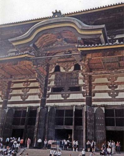 NARA: The main entrance, giving a clearer view of the gigantic size of this building.