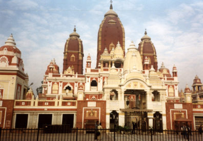 On December 27, we had a Sunday tour of the quiet city, shrouded in the constant haze of pollution. We saw the presidential palace and parliament buildings, the Birla Laxmi Temple (shown above--built by industrialist R. D. Birla with Gandhi's encouragement as an interfaith place of worship 1936-1938). He insisted that people of all faiths be allowed to worship here.