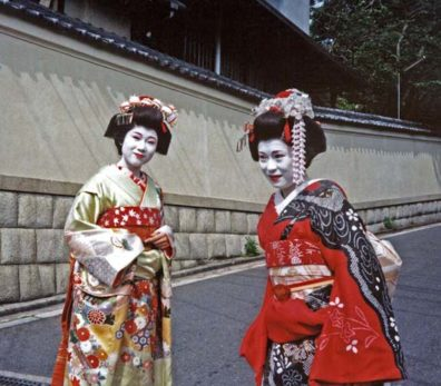 KYOTO: Performers from the Gion Corner theatre in traditional apprentice geisha costumes. The costume of a full geisha is much less showy. May 14, 1998.