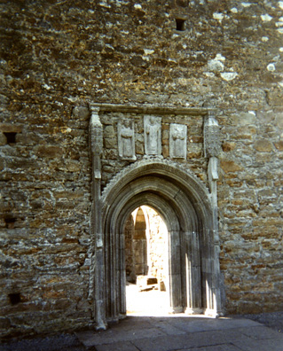 CLONMACNOISE: Entrance to the Clonmacnoise Cathedral