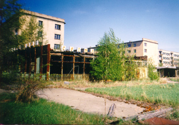 Behind the trees on the right: the apartment building where Lyubov Sirota lived with her son Sasha. (Photo taken April 26, 1999)