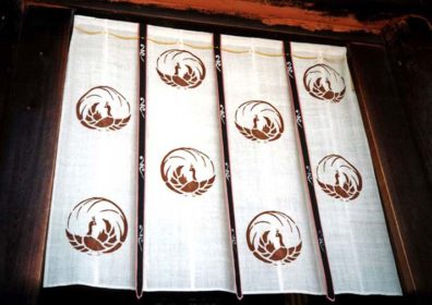 NARA: The sunshade noren cloths at this temple were particularly handsome, here bearing a traditional crane pattern.