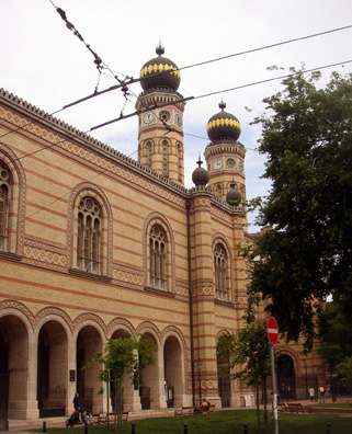 BUDAPEST: The Great Synagogue is very impressive.