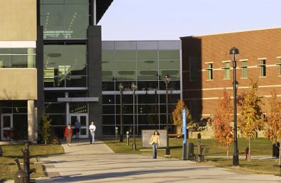 Students_Walking_around_Spokane_Campus