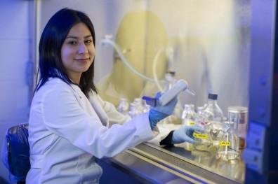 Cristal Reyna McNair Scholar in Lab