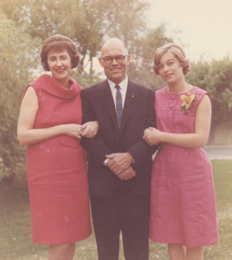 Henrik Baarslag Jr. with his wife and daughter, Alice.
