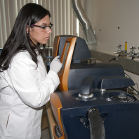 Kathryn Mireles runs an experiment on the Differential Scanning Calorimeter (Discovery DSC, TA Instruments)