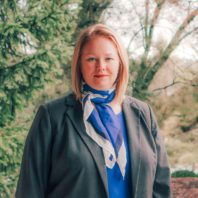 Dr. Bonnie de Vries