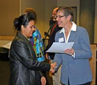 WSU Extension Associate VP and Dean Linda Fox presents a certificate to a Horizons LeadershipPlenty graduate.