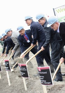 wsc-groundbreaking-group-shovels