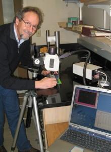 Jeff Kallestad with the NIR spectrometer. (Photo by Jen Vittetoe, WSU)