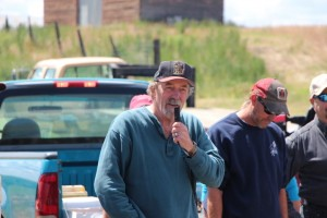 Frank Young, USDA-ARS Pullman, speaks during the Douglas County tour.