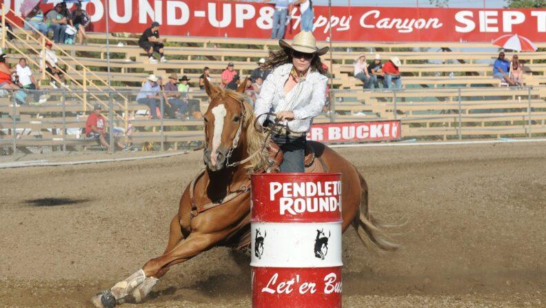 Jillian Connolly riding Sugar in a barrel race